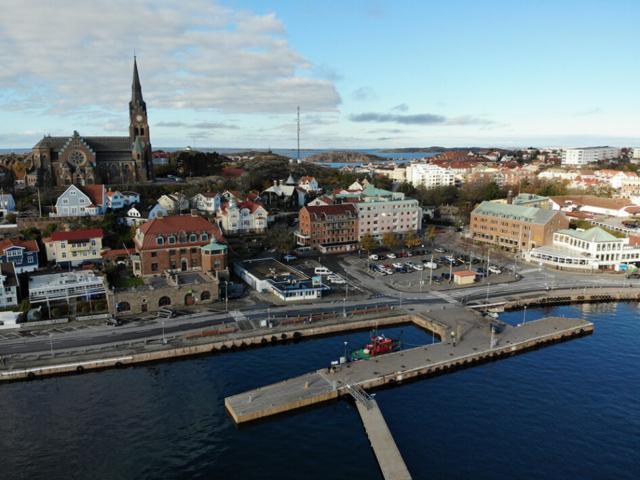 barge Lysekil Sandinge barges towing tugboat