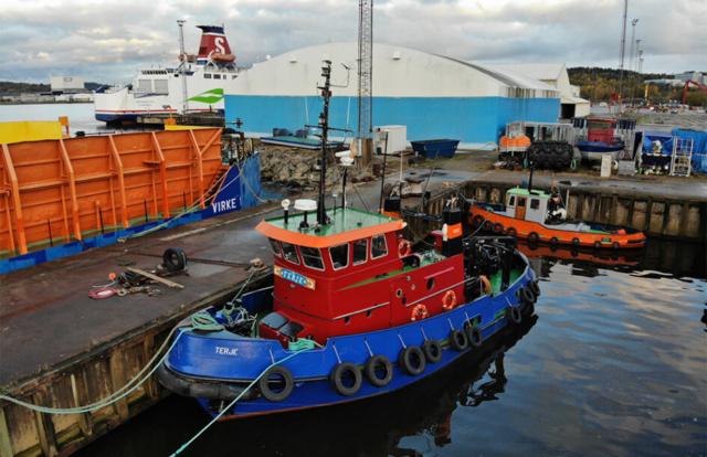 tug tugboat Sweden Swedish tug towing Sandinge barge